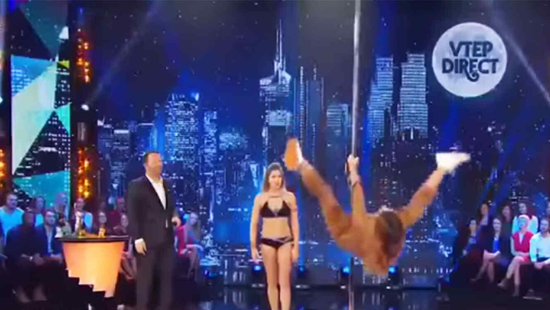 Miss Francia, Laury Thilleman, se cae del tubo