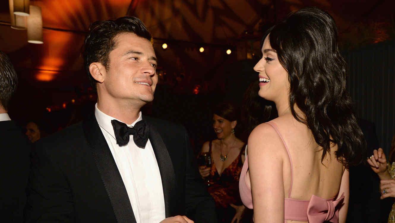 Orlando Bloom y Katy Perry sonriendo