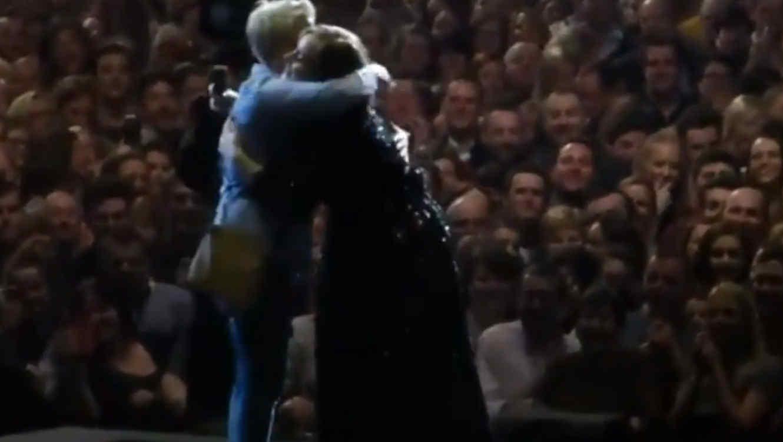 Adele con una fan en Belfast 2016