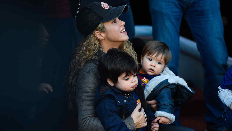 Shakira, Milan y Sasha Piqué en un partido del Barcelona 2015