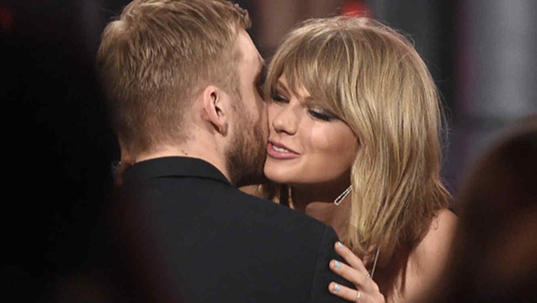 Taylor Swift beso a Calvin Harris en los premios Billboard 2015