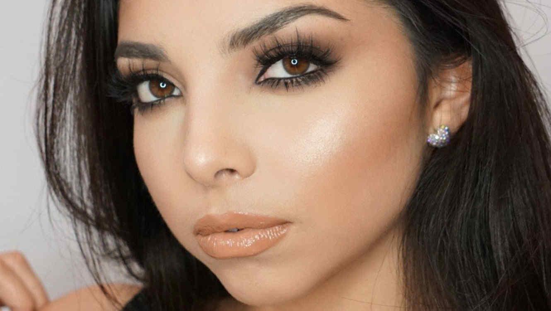 Camila Bravo realiza tutoriales de belleza