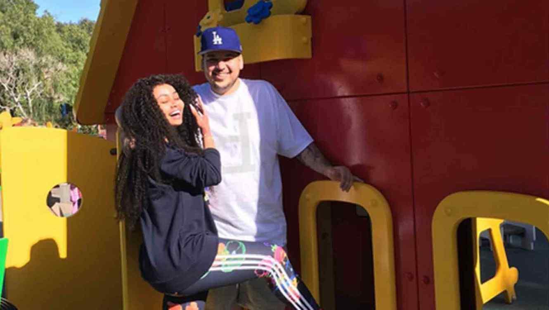 Robert Kardashian y Blac Chyna en Legoland, California