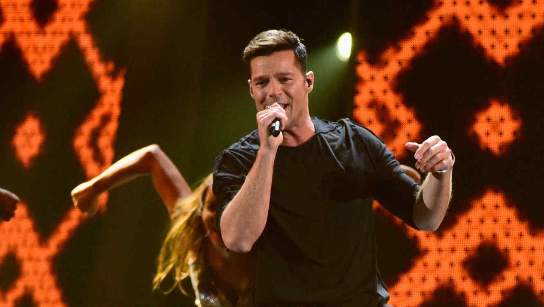 Ricky Martin en su presentación en los Latin Grammy 2015