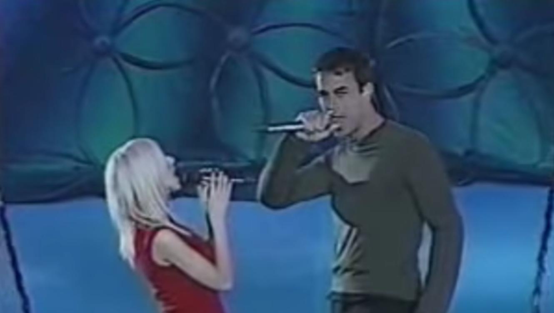 Enrique Iglesias y Christina Aguilera en el Super Bowl