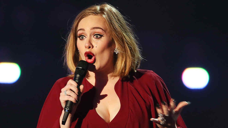 Adele en los BRIT Awards 2016
