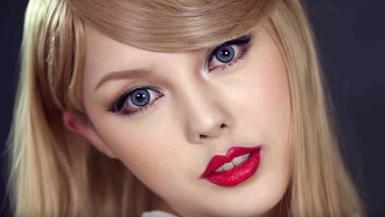 Youtuber se transformó en Taylor Swift con maquillaje