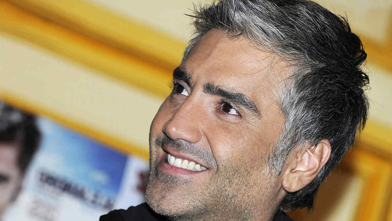 Alejandro Fernández -close up a su rostro en una conferencia de prensa en Madrid