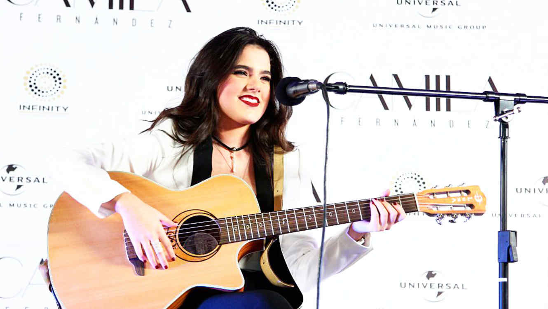 Camilar Fernandez en su lanzamiento como cantante en México, 2015