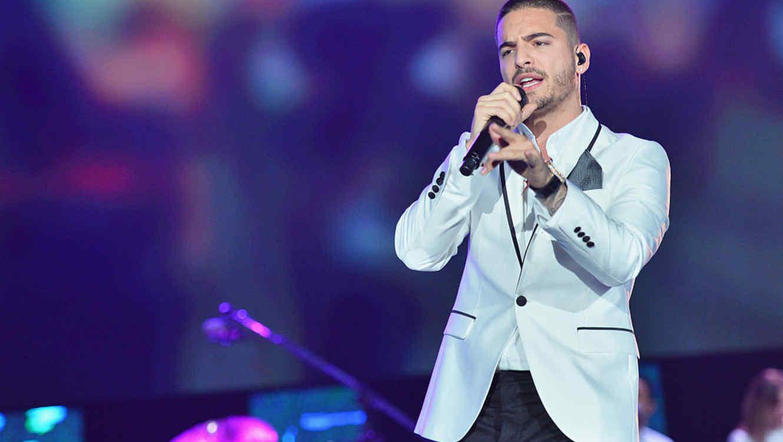 Maluma cantando en el show de Latin GRAMMY de homenaje a Roberto Carlos - 2015