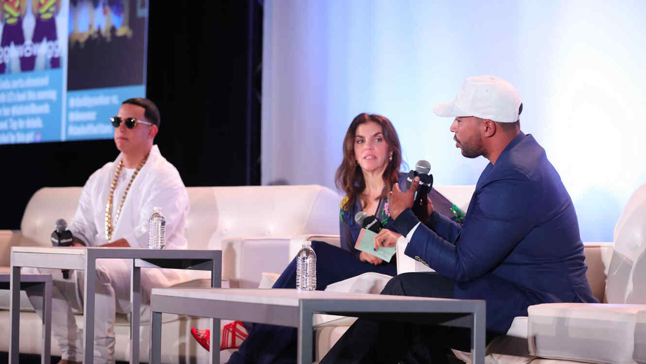 Daddy Yankee, Leila Cobo, Executive Director of Latin Content & Programming y Don Omar en los Billboard Latin Conference 2016