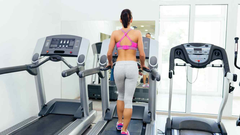 Resultado de imagen para ejercicio en cinta de gimnasio