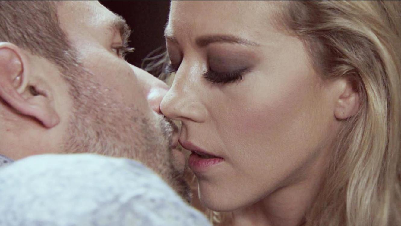 Mónica Robles y Aurelio Casillas beso