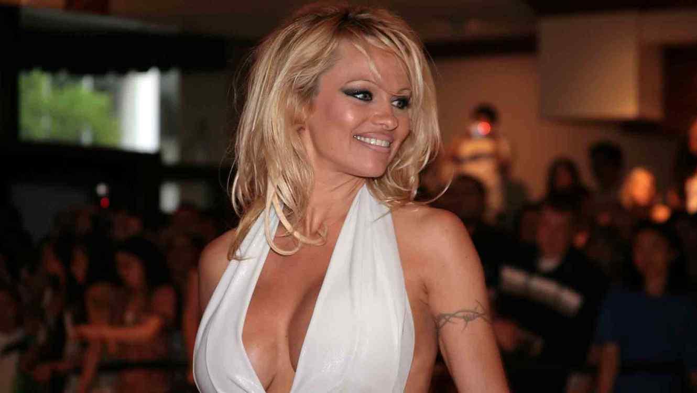 Pamela Anderson Se Desnuda Y No Deja Nada A La Imaginación En El