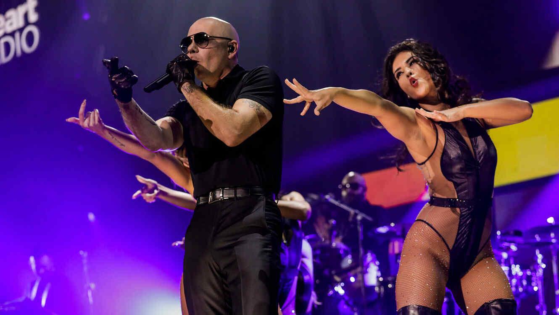 Pitbull en el concierto iHeartRadio Fiesta Latina 2016