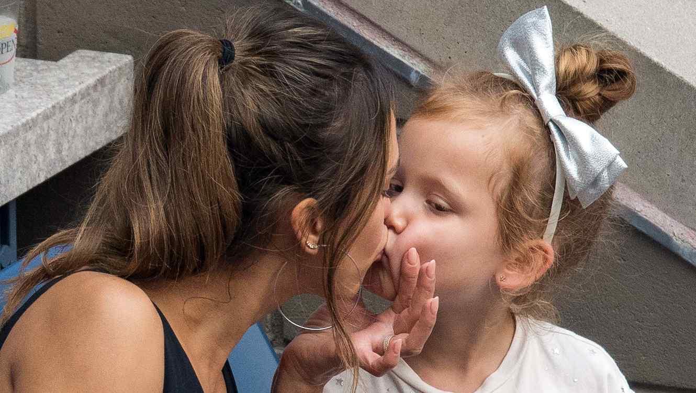 día amigo besando