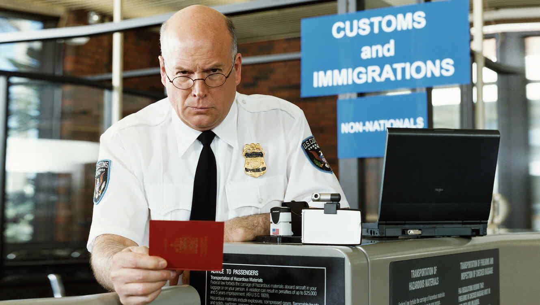 Image result for inspector de inmigración
