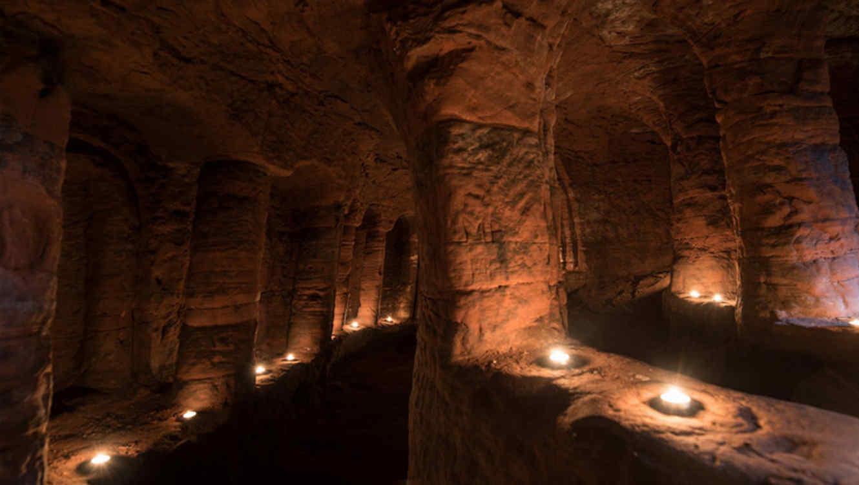 Descubren un hoyo de conejo que conduce a cueva templaria de 700 años