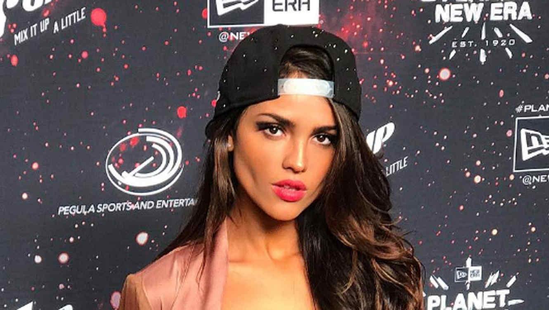 Eiza González con gorra