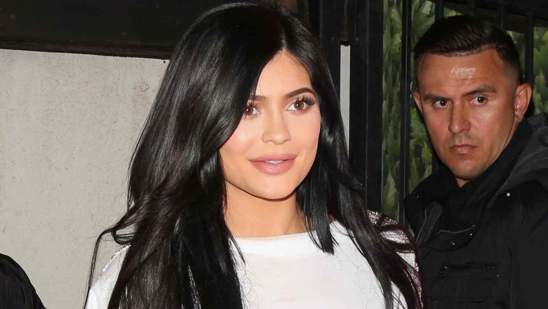 Kylie Jenner impacta con cabello amarillo fluorescente