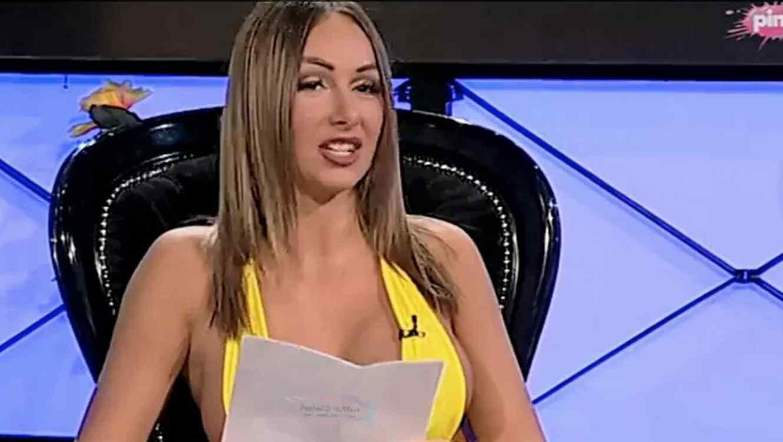 Presentadora anuncia por TV que es prostituta