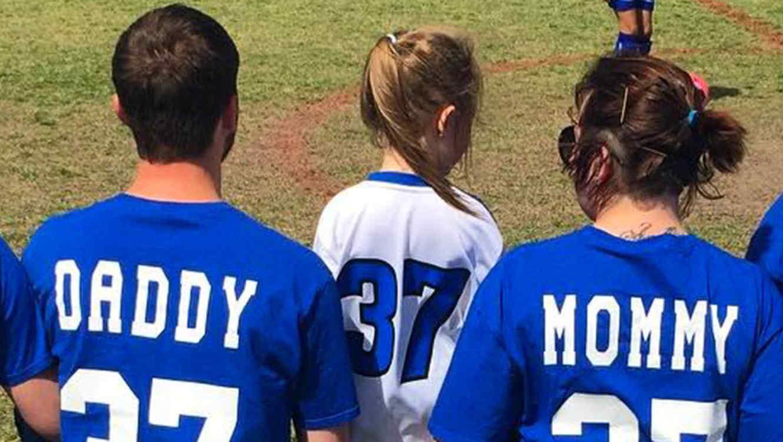 La foto de estos padres con su hija se hizo viral por razón