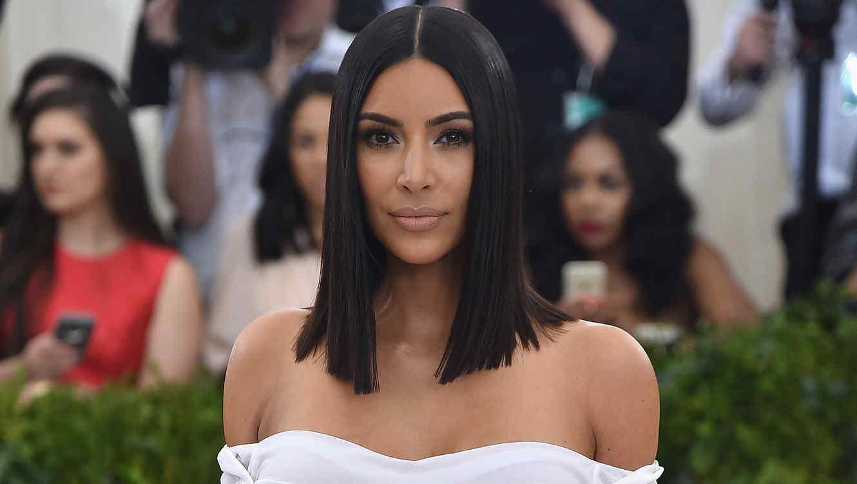 Kim Kardashian sonriendo