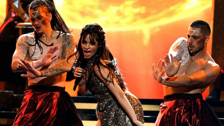 Camila Cabello canta en los BBMAs 2017