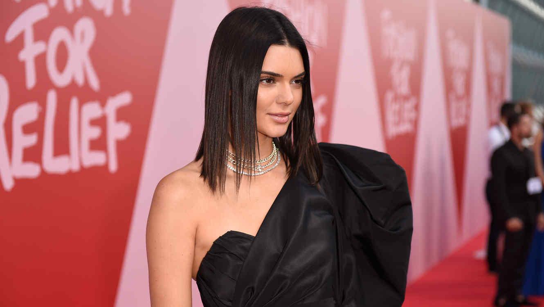 Kendall Jenner muestra su diminuta cintura en un sexy outfit (FOTO ...