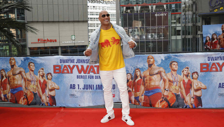 "Dwayne Johnson promocionando ""Baywatch"""