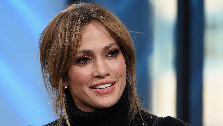 d5a5c07345b6 Jennifer Lopez posa desnuda y con atuendos muy sexis en su nuevo ...
