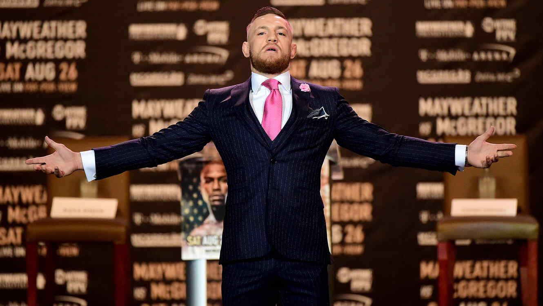 El polémico traje de Conor McGregor