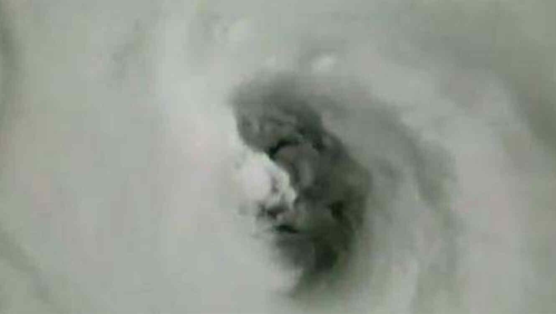 Aseguran que apareció un rostro dentro del huracán Irma