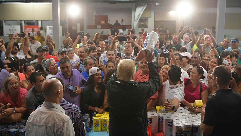 Trump arrojó papel en Puerto Rico