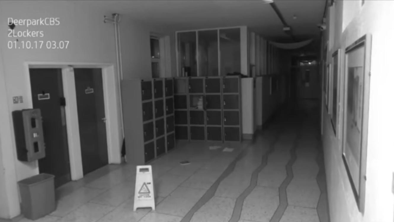 Cámara de seguridad graba movimientos extraños en una escuela del siglo XIX