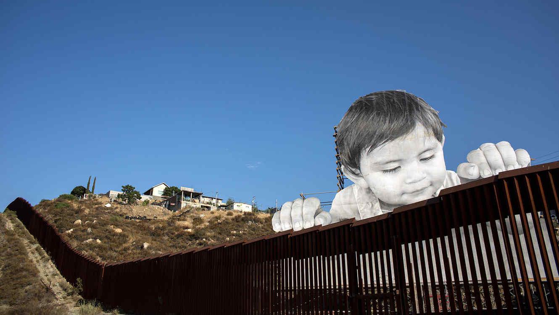 Un picnic gigante desafía la frontera de México y EUA