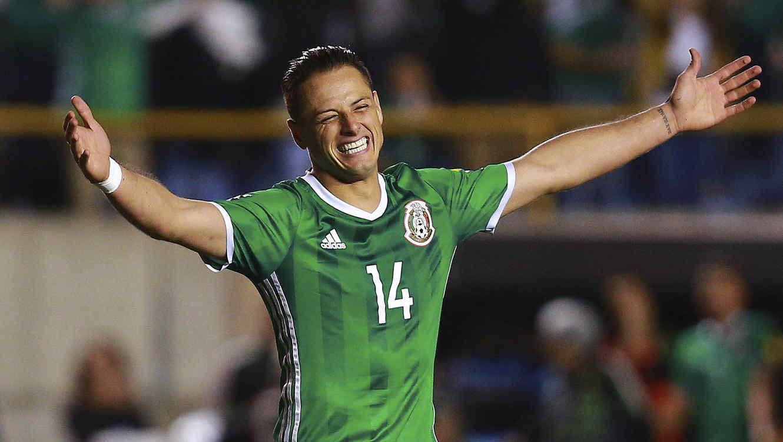 Javier Hernandez sonríe