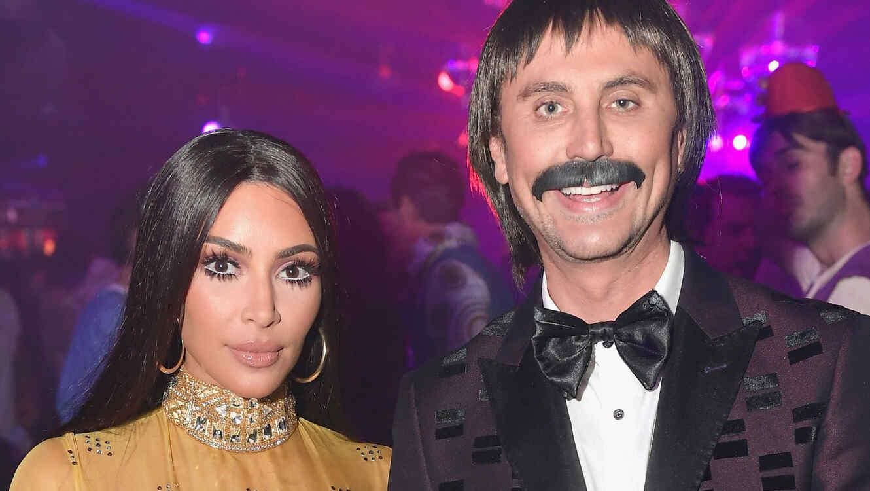 Kim Kardashian mostró sus abs con su disfraz de Cher en una fiesta ...