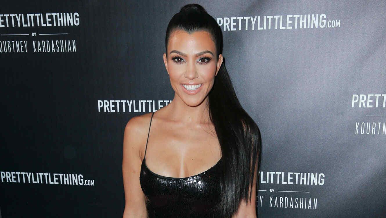 Kourtney Kardashian sonriendo