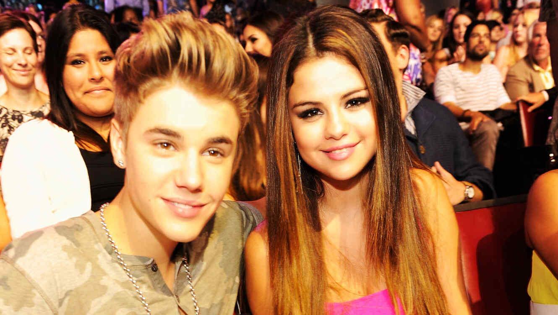 Selena Gómez y Justin Bieber: pareja abordó jet privado para romántico viaje