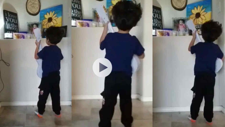 Graban a niño cantando la canción