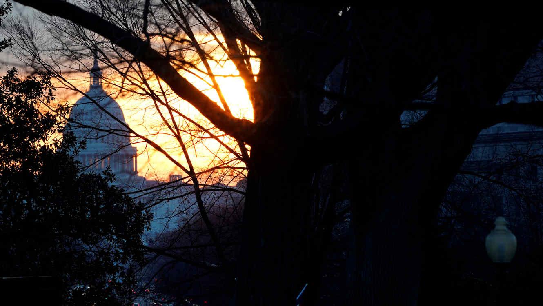 Amanecer este jueves en el Capitolio de Washington DC.