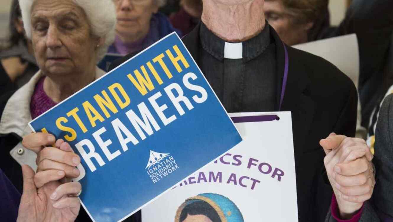 """Activistas defienden piden que se mantenga la protección a """"Dreamers""""."""