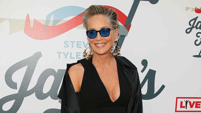 Captan terrible caída de Sharon Stone