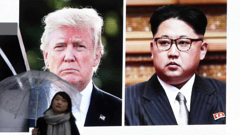 Una pantala muestra al presidente, Donald Trump,y al líder de Corea del Norte, Kim Jong Un, en Tokio, el viernes, 9 de marzo del 2018.