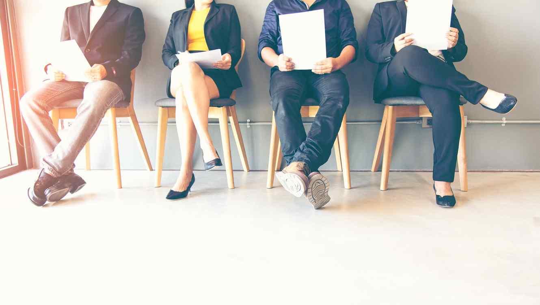 Personas esperando una entrevista de trabajo