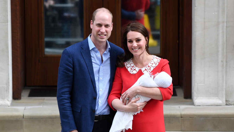 El Príncipe William y la Duquesa de Cambridge, Kate Middleton con su tercer hijo