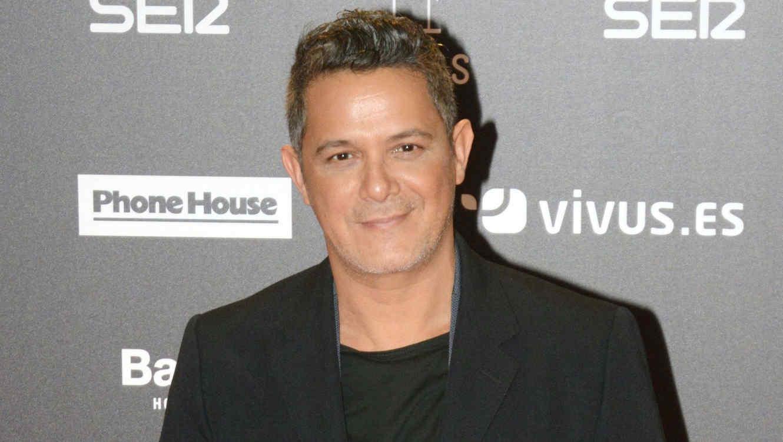 Alejandro Sanz se vio obligado a pedirle disculpas públicas a su hijo