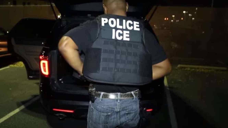 Defiende Trump agencia de migración ante llamados a abolirla