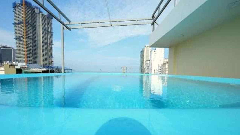 Hotel de vietnam enga a a una turista con el tama o de la for Site de booking hotel